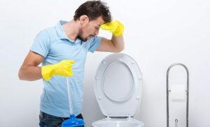 4 façons de déboucher des toilettes